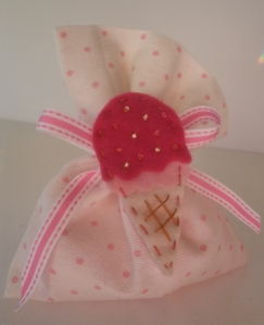 White pink pouch1