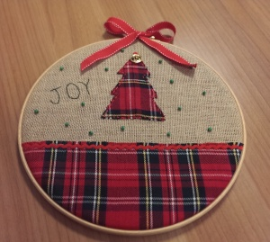 Christmas tree on embroidery hoop