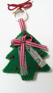 Set_of_felt_christmas_ornaments3